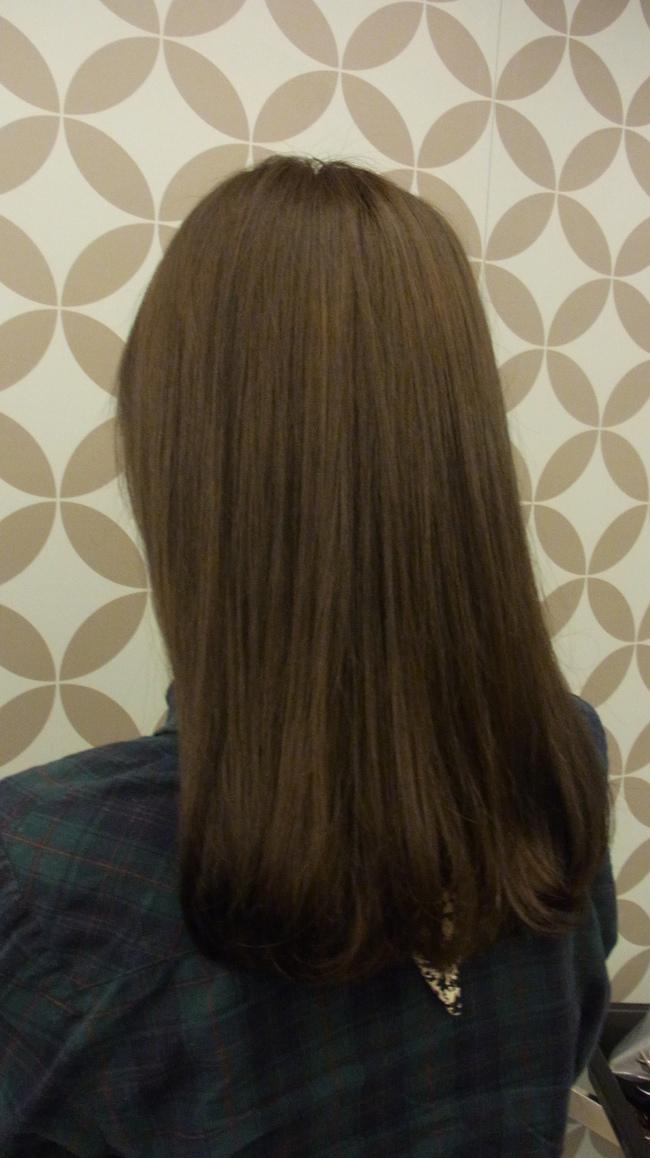 韩式中长发直发发型背影